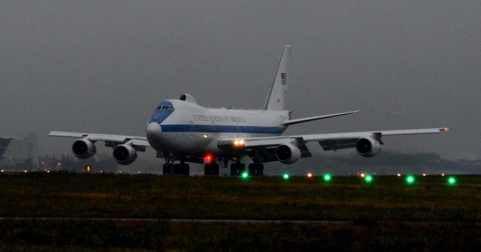 4月7日 E-4B 73-1676: 航空機い...